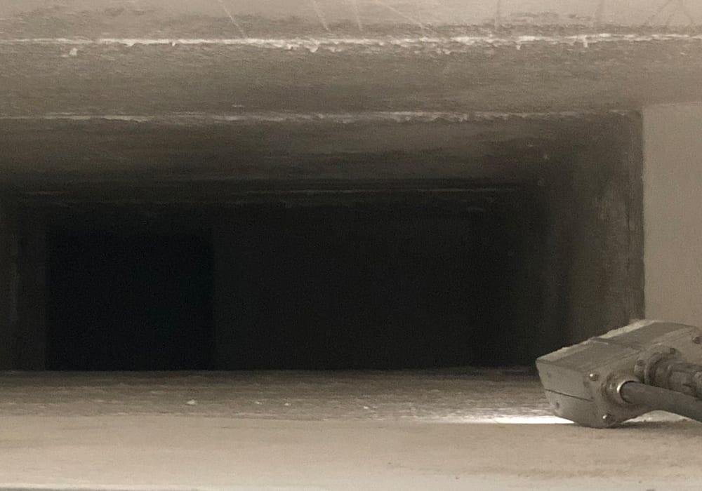 Abgedichteter Promat Entrauchungskanal nach der Beschichtung von innen