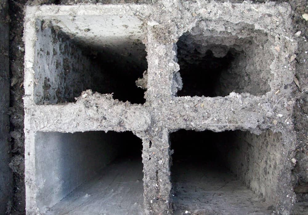 Abluftschächte Wohnungsbau Asbest vor der Sanierung